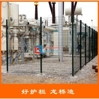 淄博围墙护栏网 院墙外围围栏网 镀锌喷塑桃形柱隔离网 龙桥